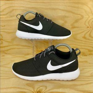Nike Roshe One Black/White Running Shoes
